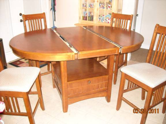 OAK COUNTER HEIGHT BISTRO/PUB TABLE AND 4 CHAIRS